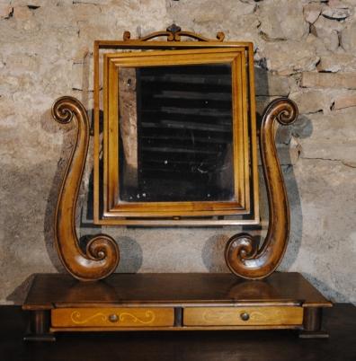 Copie mobili antichi for Copie mobili di design